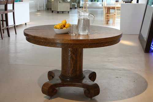 Wood table round
