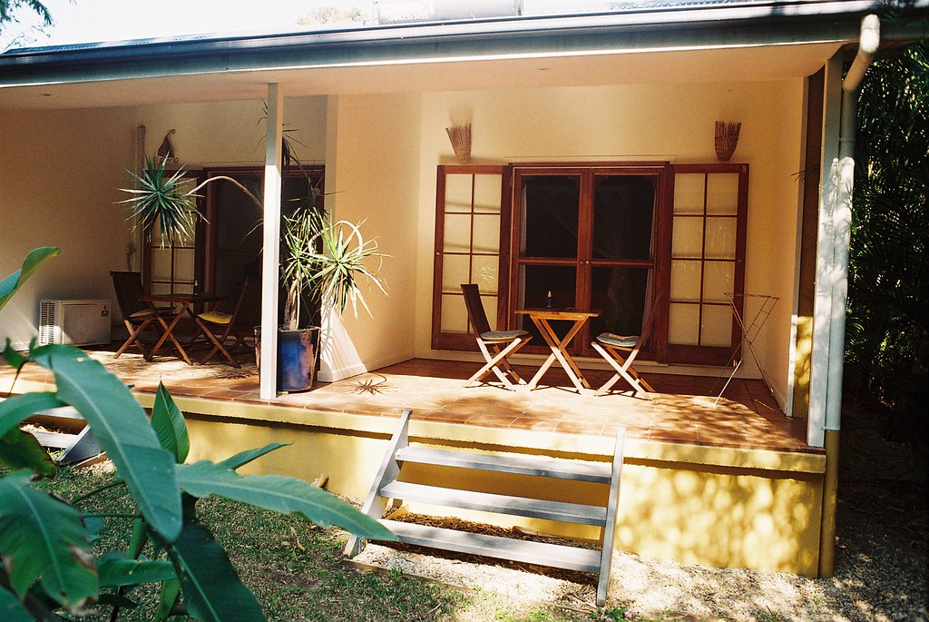 Anna's Byron Bay Guest House, 5 Wollumbin st Byron Bay Ph 02 6685 5757