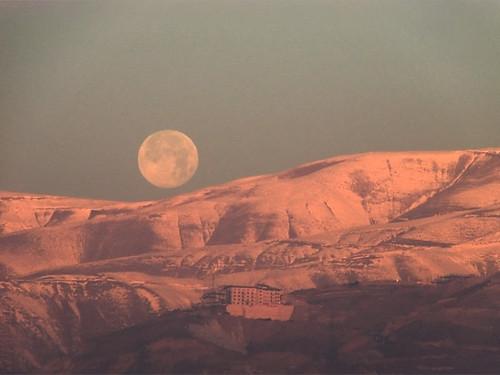 red moon mountain snow color sunrise iran archive cast tehran