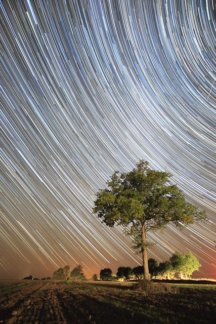 5089907494 53e3fee45b z 17 Awesome Star Trail Images