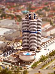Falsa miniatura del edificio BMW // Fake miniature of the BMW building