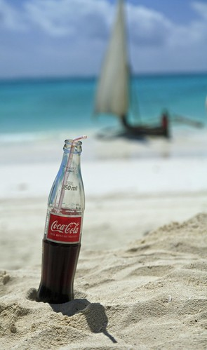 africa blue sea sky mer water tanzania boat bottle sand eau cola sable bleu ciel 100views zanzibar coca dhow afrique tanzanie