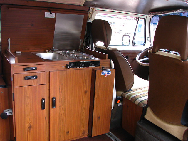 Get last automotive article 2015 lincoln mkc makes its for Interior westfalia