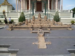 Phnom Penh: miniature Angkor Wat