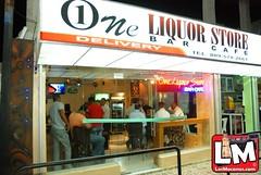 Abre sus puerta en moca @ One Licord Strore 15/10/2010.