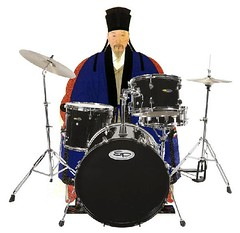 string instrument(0.0), timbales(0.0), electronic instrument(0.0), tom-tom drum(1.0), percussion(1.0), bass drum(1.0), drummer(1.0), musician(1.0), timbale(1.0), drums(1.0), drum(1.0), skin-head percussion instrument(1.0),
