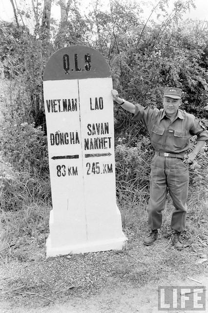 Vietnam 1961 - South Vietnam-Laos border - Cột mốc biên giới Việt-Lào