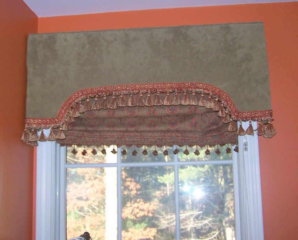 Shaped Cornice and Pleated roman shade