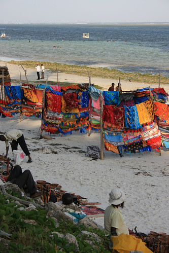 holiday beach kenya mombassa voyagerhotel