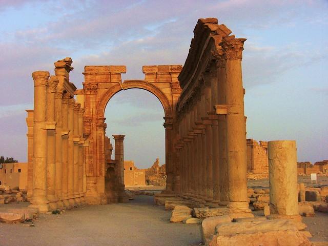 SYRIEN-Palmyra, Hadrianstor bei Sonnenuntergang - 693