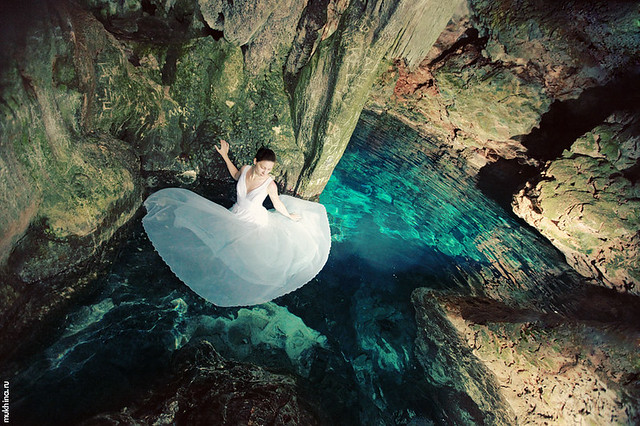 Cenote - trash the dress.
