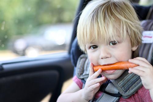 Svezzare i bambini con frutta e verdura fresca