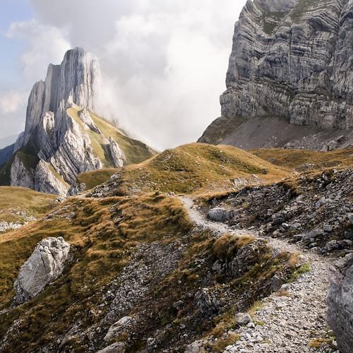 schweiz wolken berge alpen landschaft wanderung gebirge alpstein aescher colorphotoaward gonten appenzellinnerhoden