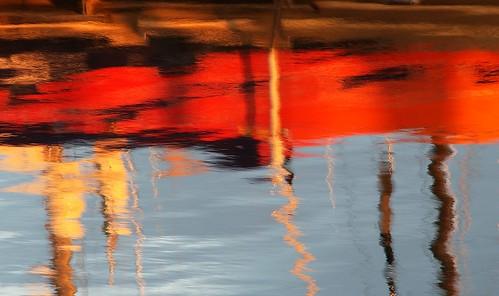 sunset red reflections boats rouge italia tramonto mare blu rimini barche reflet giallo dettagli astratto rosso colori riflessi emiliaromagna romagna darsena détails surreale mareadriatico imieiluoghi chicècèincontrianordest