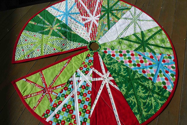 Dresden Plate Quilted Xmas Tree Skirt - a gallery on Flickr : christmas tree skirt pattern quilt free - Adamdwight.com