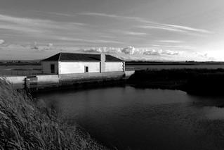 Изображение на  Moinho maré. old blackandwhite bw white black mill portugal monochrome canon river lisboa tide perspective tejo tagus moinho maré recovered montijo 500d efs1855mmf3556 canoneos500d