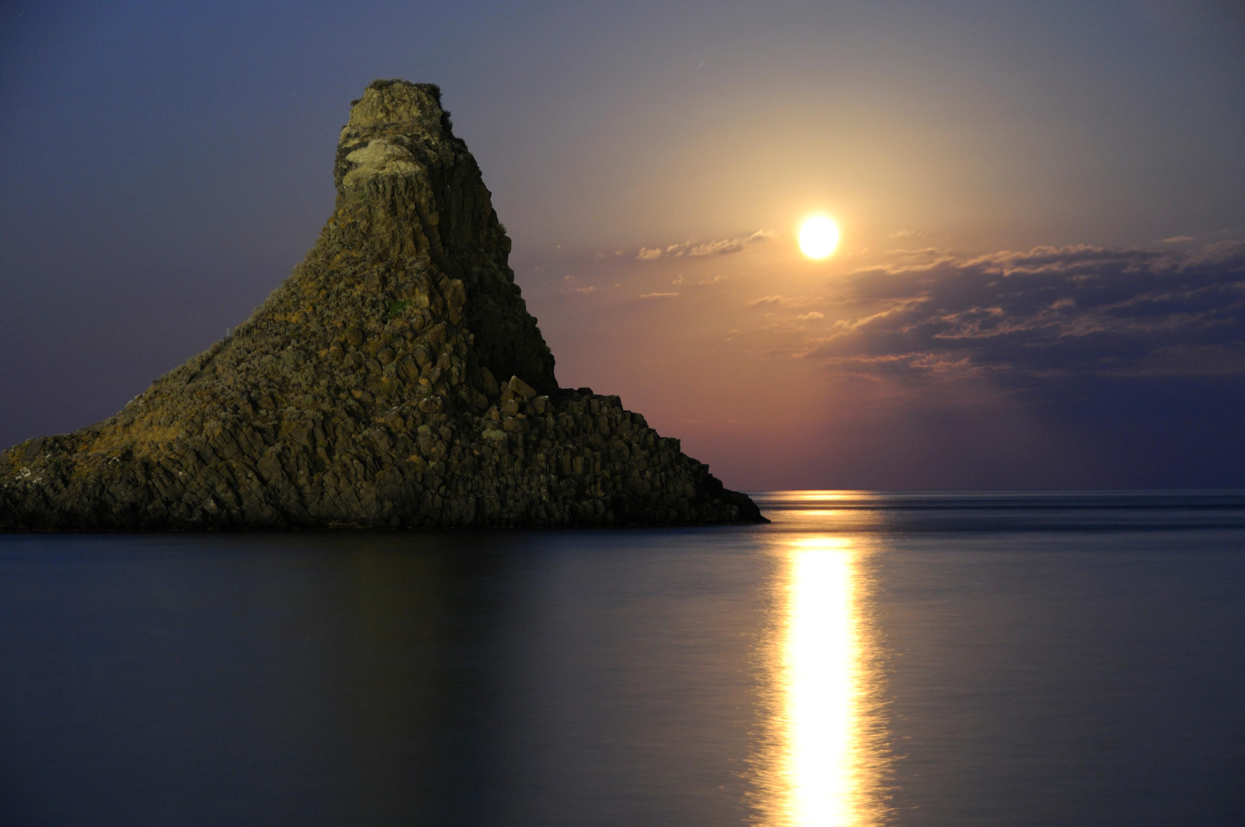 Acitrezza Faraglioni Moon Rise Sicilia Italy