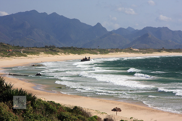 Beach And Mountains At Fort Dauphin Madagascar Flickr Photo Sharing