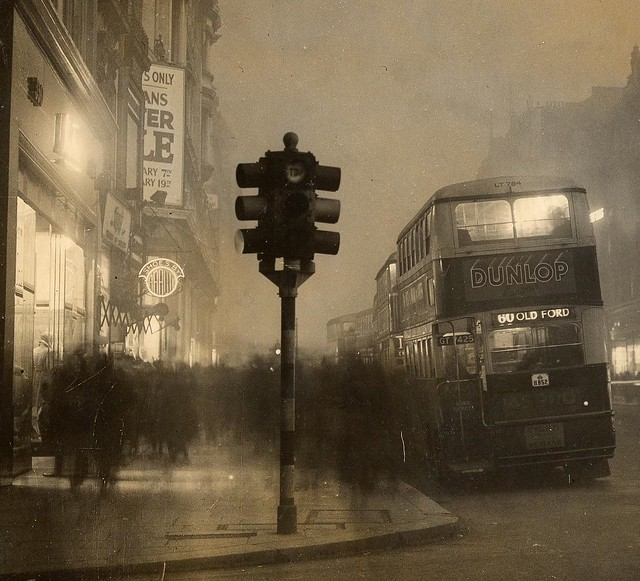 Traffic signals, Oxford St, London - 1935