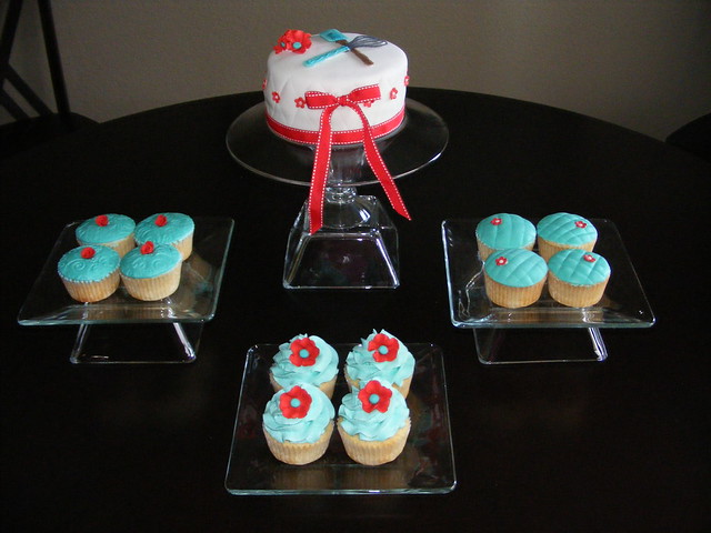 Red and aqua turquoise cake and cupcakes for a kitchen for Cupcake themed kitchen ideas