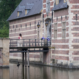 Bride at castle Heeswijk