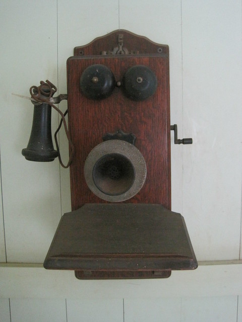 Old wall telephone (1920s), Waipahu
