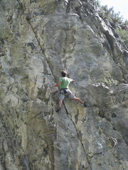 free solo climbing(0.0), adventure(1.0), individual sports(1.0), sports(1.0), recreation(1.0), outdoor recreation(1.0), rock climbing(1.0), sport climbing(1.0), extreme sport(1.0), abseiling(1.0), climbing(1.0),