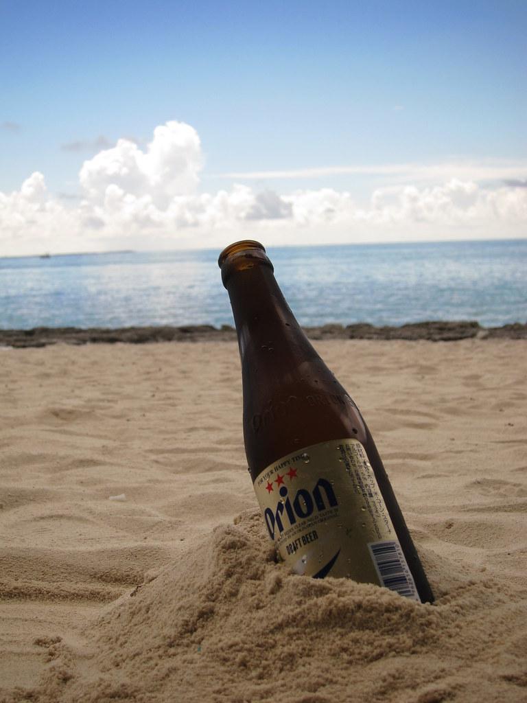 ビーチとオリオンビール