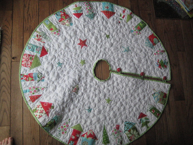 Easy Knitting Pattern For Christmas Tree Skirt : Patterns for tree skirts « free