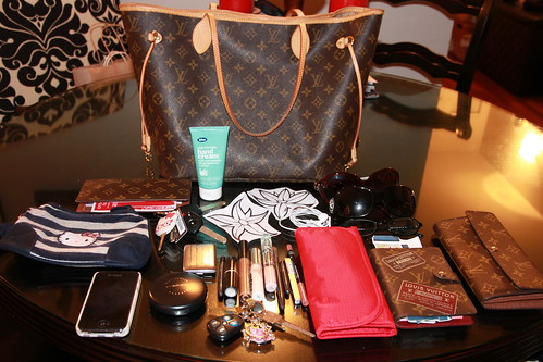 U ask what's inside my purse version #2