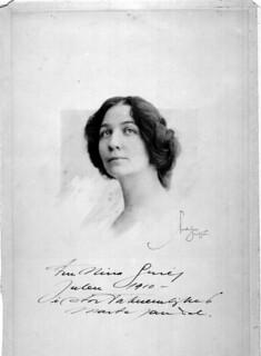 Marta Sandal portrait