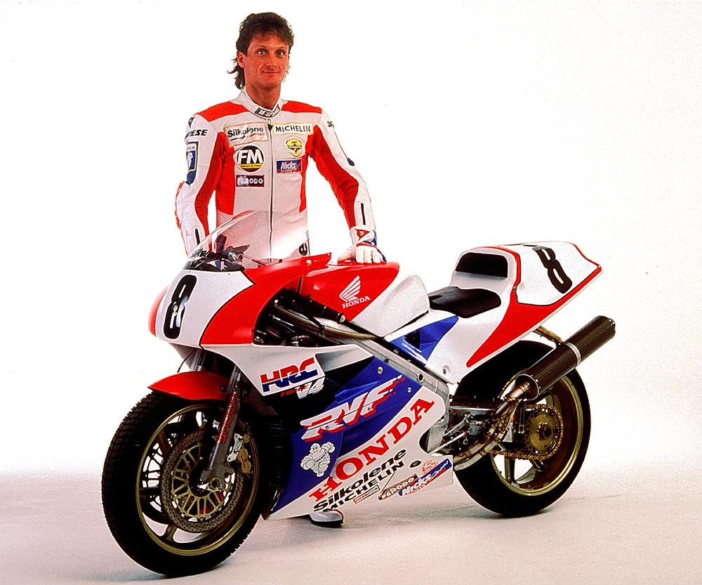 Honda RC 30 - Page 4 4954763804_4af0de1b93_o
