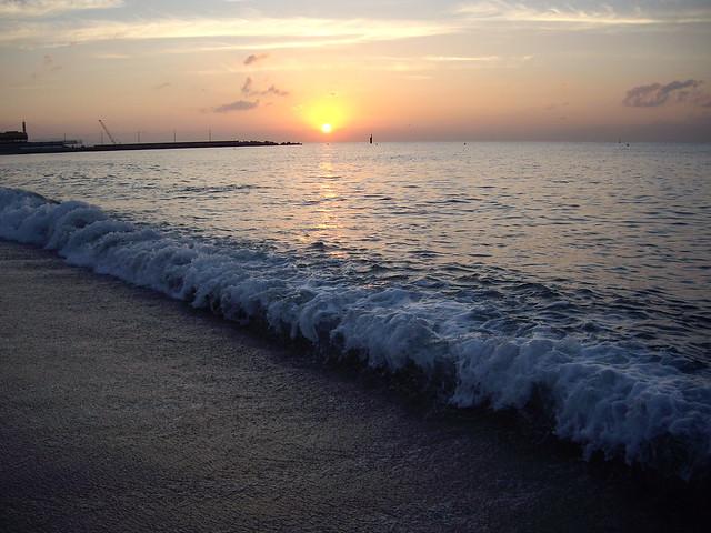 Amanecer en la playa de la Mar Bella  Flickr - Photo Sharing!