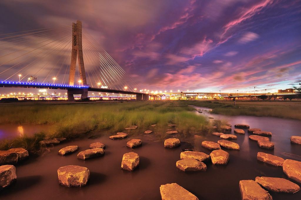 新北大橋 紫色風暴