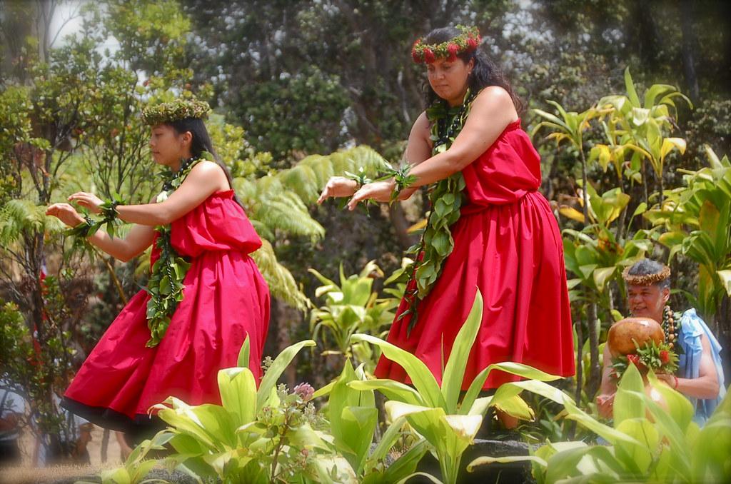 Красная юбка пау