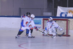 ice hockey(0.0), ball game(0.0), stick and ball games(1.0), sports(1.0), roller in-line hockey(1.0), team sport(1.0), hockey(1.0), player(1.0), goaltender(1.0), defenseman(1.0), ice hockey position(1.0), college ice hockey(1.0), bandy(1.0), athlete(1.0),
