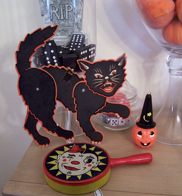 Vintage halloween decorations flickr photo sharing for Decoration retro