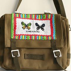 brand(0.0), bag(1.0), pattern(1.0), shoulder bag(1.0), brown(1.0), handbag(1.0), messenger bag(1.0),