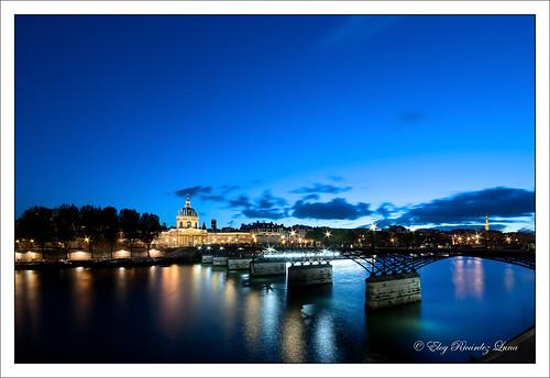 bridge paris france night puente noche twilight pentax arts pont nightphoto bluehour bp nuit nightpicture pontdesarts institutdefrance heurebleue photodenuit k10d horaazul fotodenoche baladesparisiennes sortiesphotoàparis 94b6753d4a5b45328dc1f531b770a86c gettyimagesfranceq1