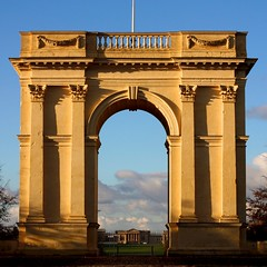 stowe house seen through the arch