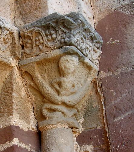 Alpanseque (Soria). Nuestra Señora de la Asunción. Nereida del capitel derecho