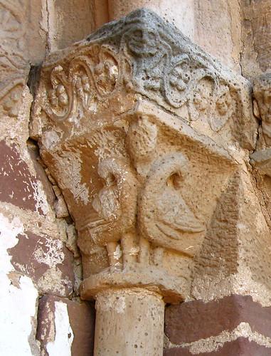 Alpanseque (Soria). Nuestra Señora de la Asunción. Aves del capitel derecho