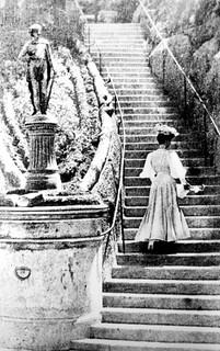 vista parcial de la dama de la escalera