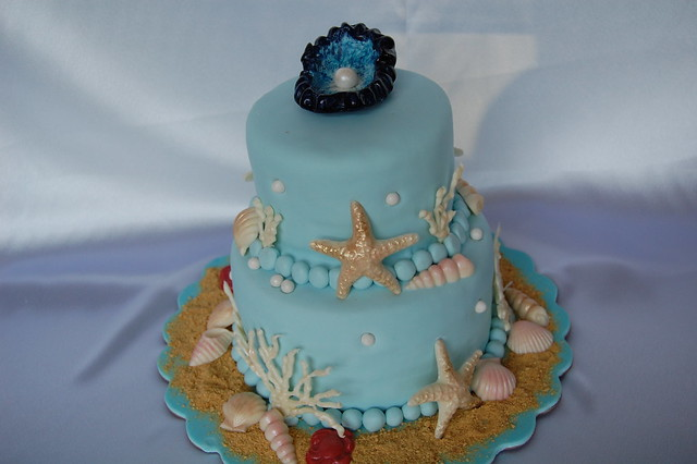 Edible Seashells for Wedding Cakes http://www.flickr.com/photos/jen_dsilva/4955401731/