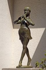 ancient history(0.0), monument(0.0), art(1.0), sculpture(1.0), metal(1.0), bronze sculpture(1.0), bronze(1.0), statue(1.0),