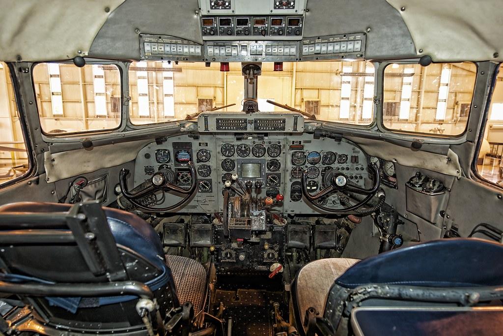 DC-3 Cockpit   Large p...