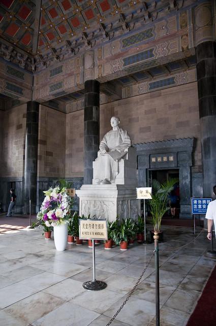 Statue of Dr. Sun