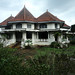 Gedung yang megah tapi tak terurus. : An under-maintained historic building. Photo by Ardian