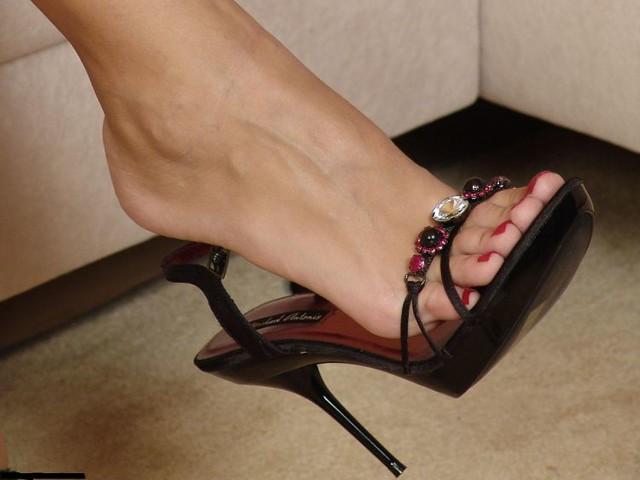 женские ноги в босоножках смотреть фетиш фото онлайн бесплатно