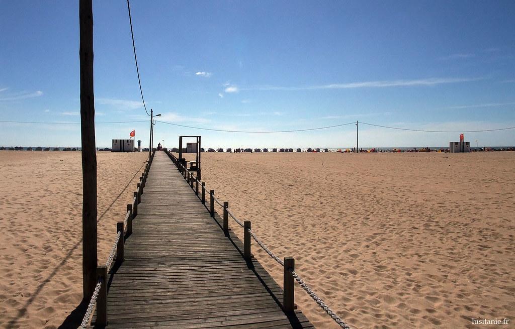 Figueira da Foz, c'est ça: une plage interminable, une extension de de sable phénoménale, et une grande ville industrielle. Malgré le grand nombre d'estivants en été, la plage est tellement grande qu'il y a toujours de la place pour tout le monde.